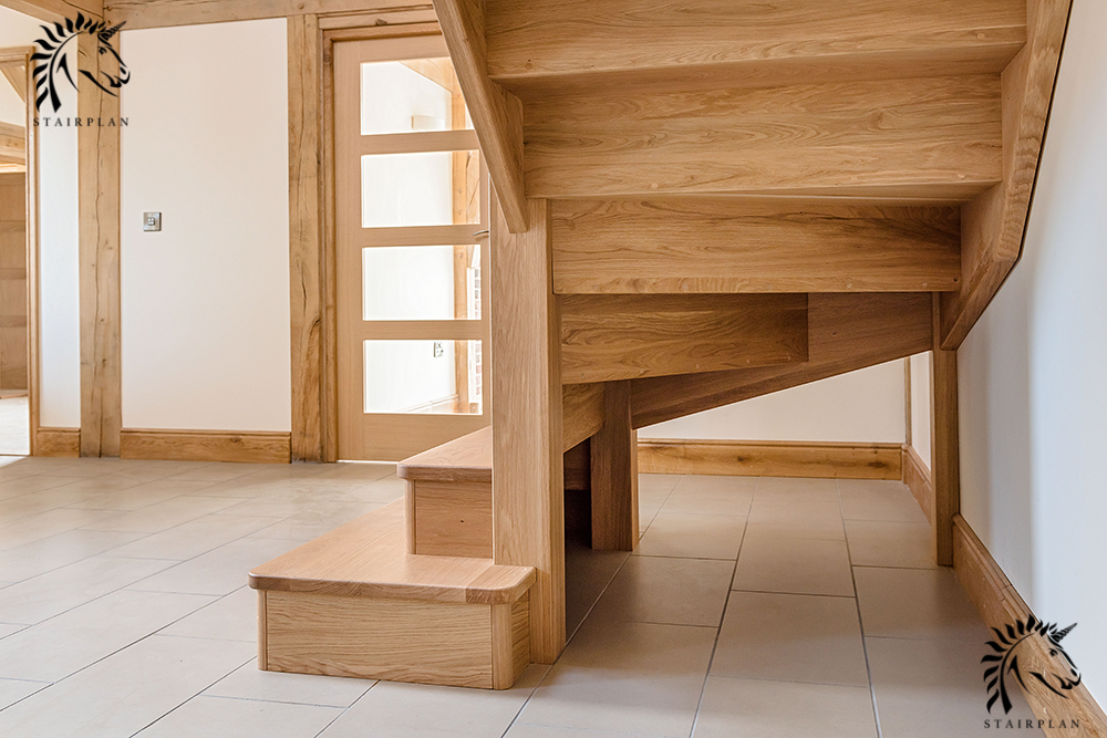 Staircase with exposed underside construction no wedges