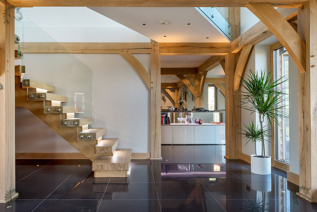oak x-vision staircase with frameless glass side view
