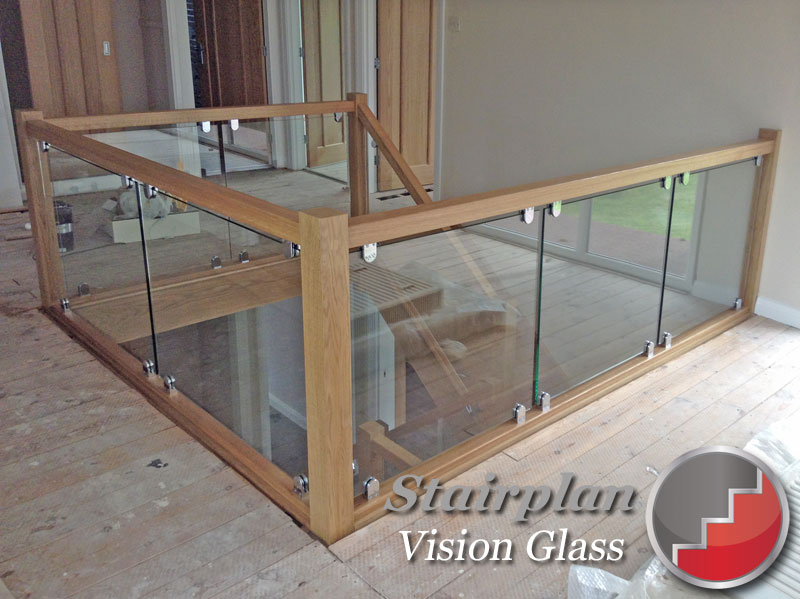 Glass landing banister railing